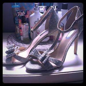 I.N.C bow heels 👠